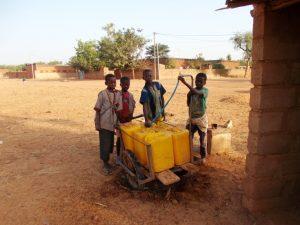Točenje vode na vasi.
