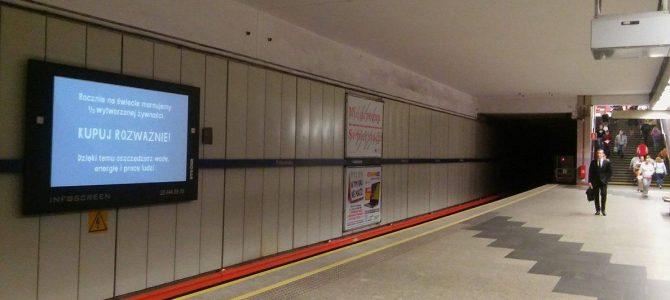 Na ekranach warszawskiego metra zachęcamy do odpowiedzialnych zakupów!