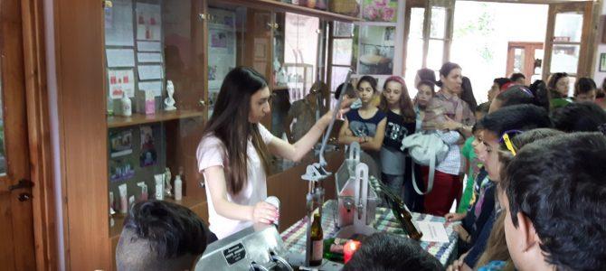 Οι μαθητές του Στ' Δημοτικού Λεμεσού μαθαίνουν για τα παραδοσιακά τοπικά μας προϊόντα στον Αγρό