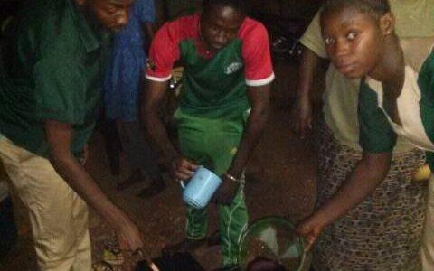 Préparation de jus locaux à Ouahigouya: Les élèves Eathink Ouahigouya se font former!