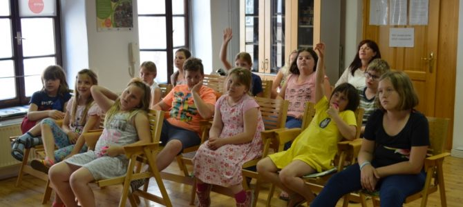 (Slovenian) Pogovor o razstavi s sladoledom v roki